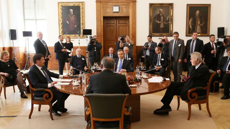 Prezydenci państw Grupy Wyszehradzkiej spotkali sięna Węgrzech