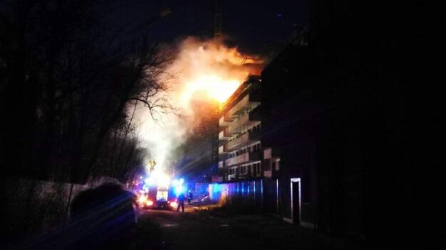 Pożar na budowie. Płonęły materiały