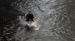 Cyklon Tauktae w Indiach (PAP/EPA/DIVYAKANT SOLANKI)