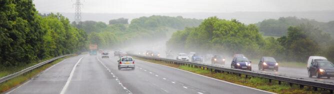 W niekórych regionach jazdę utrudni <br />porywisty wiatr i przelotny deszcz