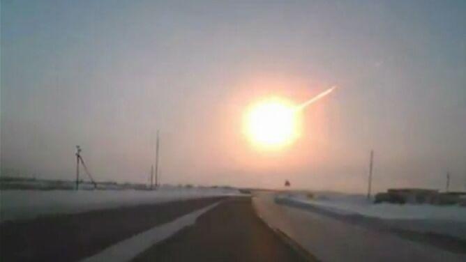 Meteor z Czelabińska w szczegółach. Gdy eksplodował, był 30 razy jaśniejszy od Słońca