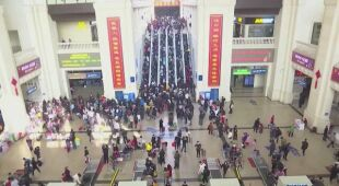 Na lotnisku w Wuhan pojawił się tłok